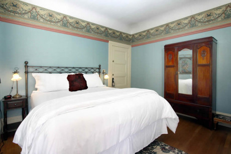 The Napa Inn - bed and large dressing cabinet