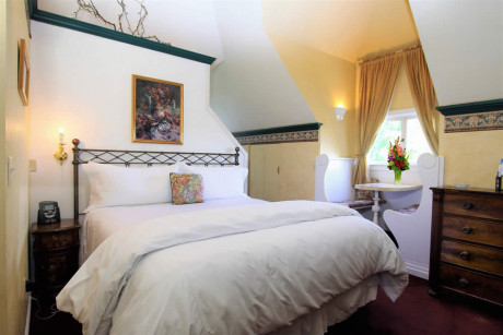 The Napa Inn - bed with built in table and dresser