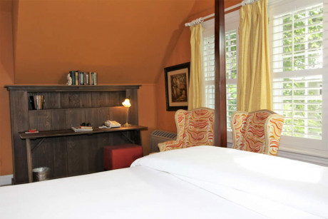 The Napa Inn - four poster bed, chairs, windowns and desk
